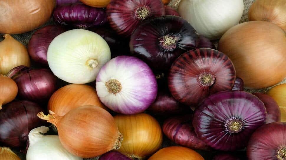 Benefits of Onions: ડુંગળીથી સ્વાસ્થ્યની સાથે-સાથે સ્કીન અને વાળને પણ થશે અનેક ફાયદા