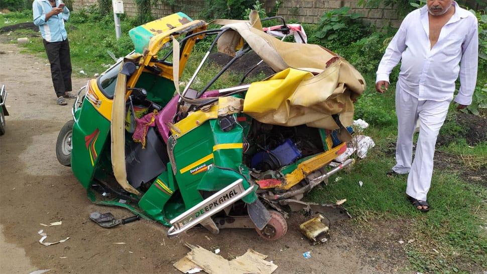 અમદાવાદમાં ટ્રિપલ અકસ્માત : કારે રીક્ષાને ટક્કર મારતા ગરીબ ચાલકનું મોત, બાદમાં બાઈકને પણ અડફેટે લીધી