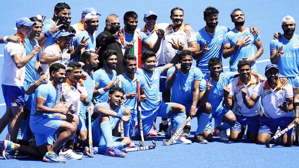 Tokyo Olympics: બ્રોન્ઝ મેડલ જીતનારી ભારતીય ટીમ પર ઇનામોનો વરસાદ, દરેક ખેલાડીના મળશે આટલા કરોડ