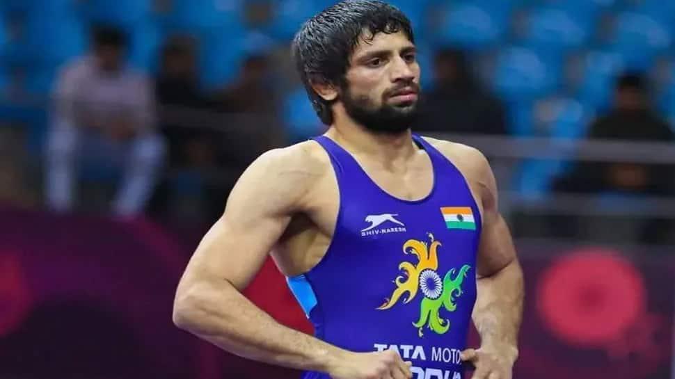 Tokyo Olympics: સિલ્વર મેડલ જીત્યા પછી ભાવુક થઈ ગયા રવિ દહિયા, કહ્યું- 'ખુશ છું પણ...'