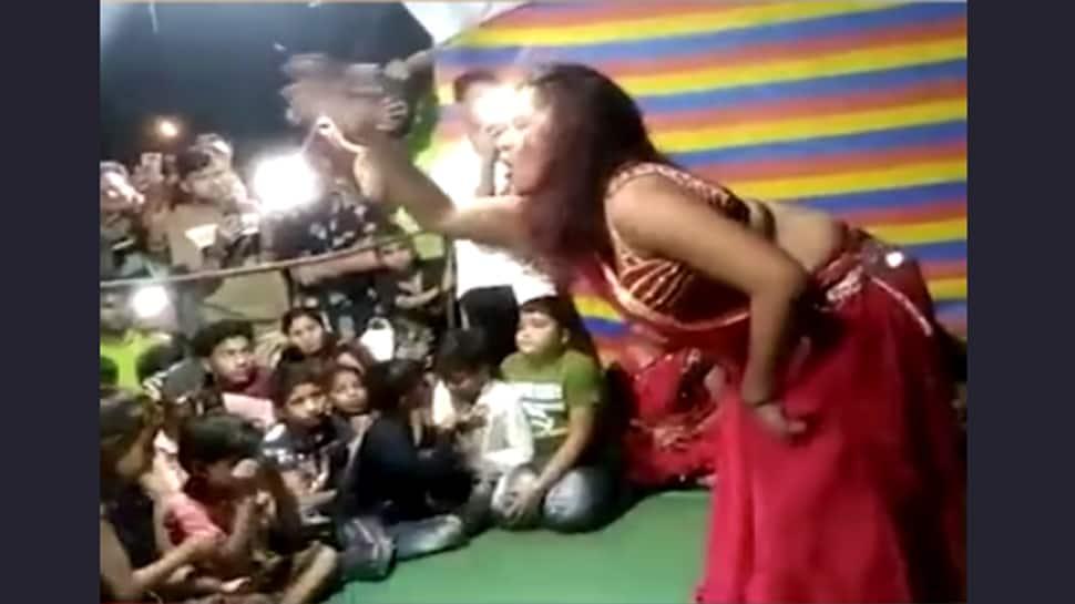 ગણેશ પંડાલ બન્યું ડાન્સ બાર, બાપ્પાની મૂર્તિ સામે જ મહિલાઓએ અશ્લીલ ઠુમકા લગાવ્યા