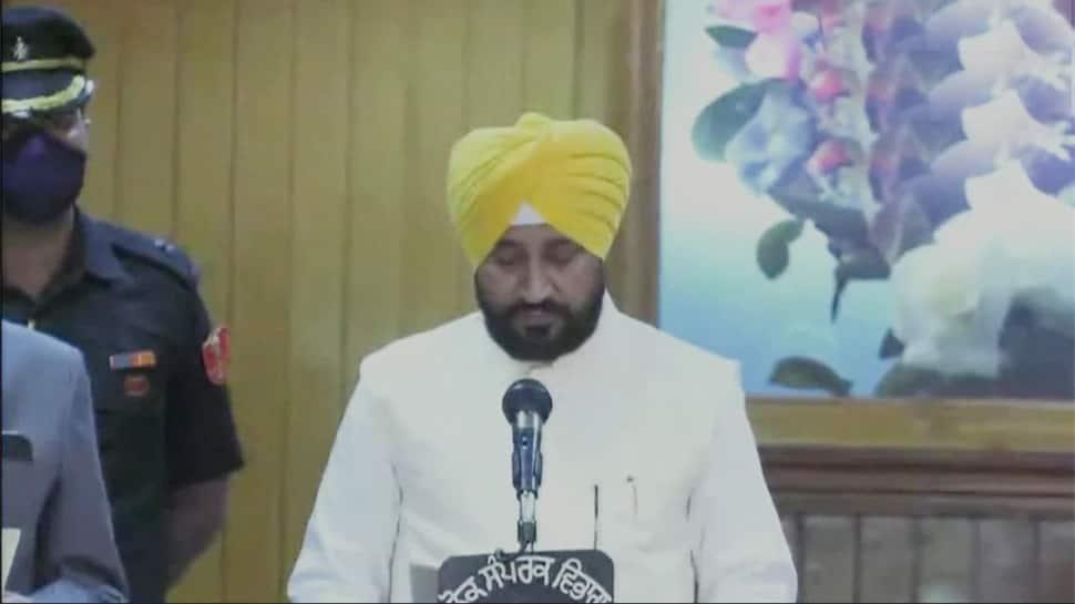 Punjab: ચરણજીત સિંહ ચન્ની બન્યા પંજાબના પ્રથમ દલિત CM, સુખજિન્દર રંધાવા-ઓપી સોનીએ લીધા મંત્રી પદના શપથ