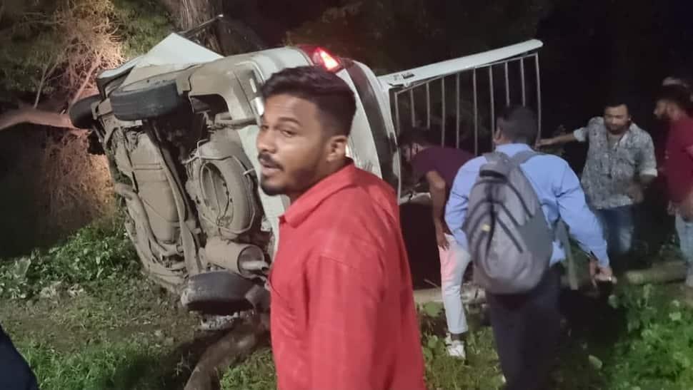 ગમખ્વાર અકસ્માત: સ્ટેરિંગ પરથી કાબુ ગુમાવતા કાર ઝાડ સાથે અથડાઈ, એકનું મોત