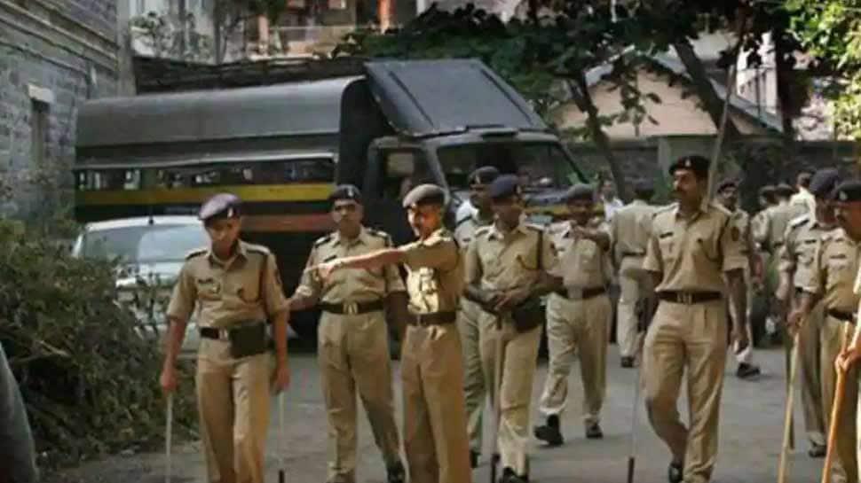 Mumbai માં કપડાં કાઢીને કિન્નરોનો આતંક, પોલીસને પણ છોડ્યા નહી, જાણો પછી શું થયું