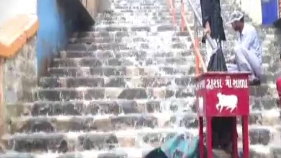 DWARKA: જગતના નાથના મંદિરના પગથીયે ઝરણા વહેતા થયા, ભાગ્યે જ જોવા મળતો નજારો ખાસ જુઓ