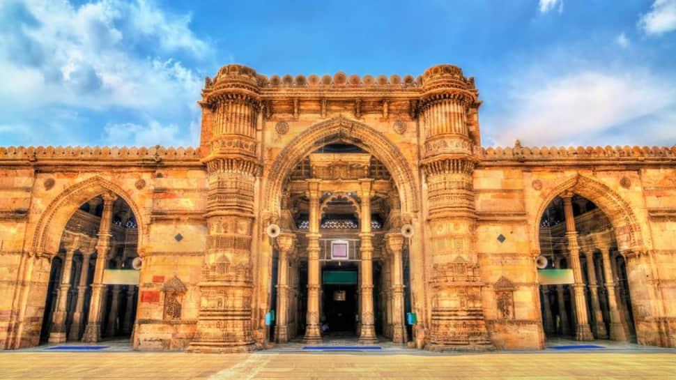 1960 થી અમદાવાદ નવા બનેલા ગુજરાત રાજ્યનું પાટનગર બન્યુ