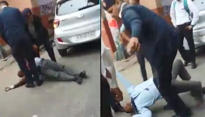 દિલ્હી : યુવકને બરાબર ધોલાઈ કરતો ટ્રાફિક પોલીસનો વીડિયો વાઇરલ, આપી 'આ' સ્પષ્ટતા