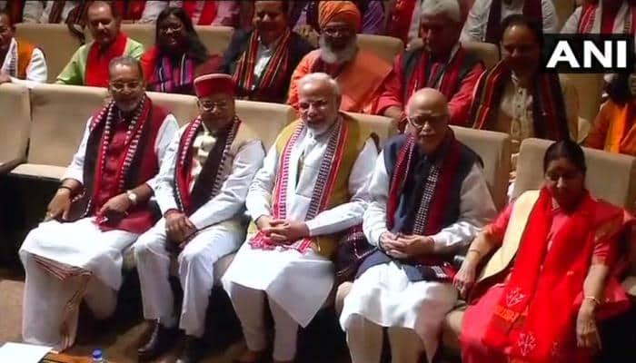 BJP સંસદીય દળની બેઠકમાં પીએમ મોદી આવતા જ લાગ્યા  'જીત હમારી જારી હૈ, અબ કર્ણાટક કી બારી હૈ'ના નારા