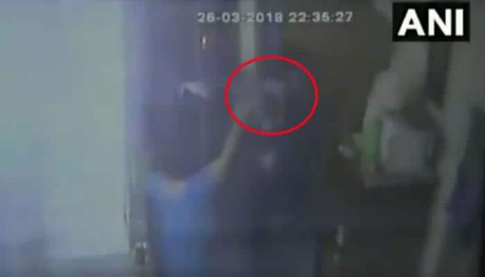 RTI કાર્યકર્તાના ઘરમાં ઘૂસીને જીવલેણ હુમલો, જુઓ લાઇવ VIDEO