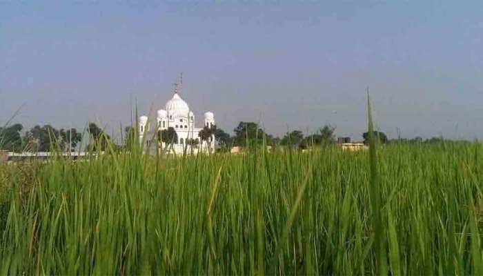 ભારત-પાકિસ્તાન સીમા પર શીખ શ્રદ્ધાળુઓ દુરબીનથી કરે છે ગુરૂદ્વારાના દર્શન