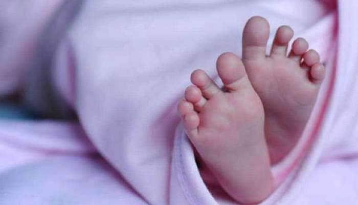 અમદાવાદ : લોકોએ અવાજની દિશામાં દોટ મૂકી, તો ડોલમાં બાળકી જોઈ ચોંક્યા