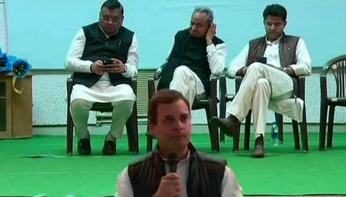 રાહુલ ગાંધીના ભાષણ સમયે ડાફોળીયા મારી રહ્યા હતા તેમના 3 'માનીતા' નેતા