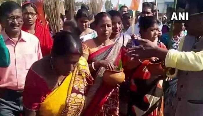 BJPએ રેલી કરી હતી તે જગ્યાનું TMCએ ગંગાજળ અને ગૌમૂત્રનો છંટકાવ કરીને કર્યું શુદ્ધિકરણ
