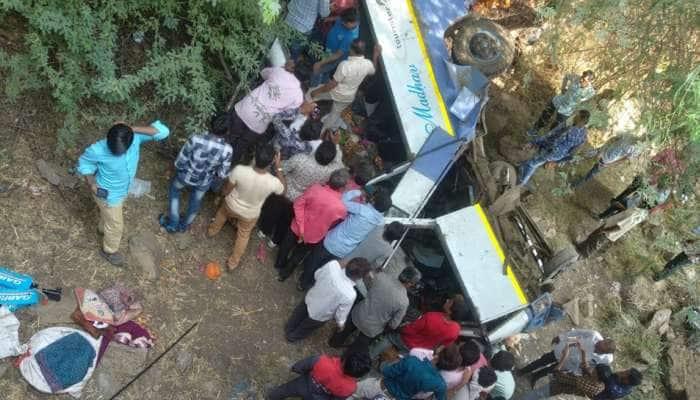ભાવનગર: ખાનગી મીની બસનો થયો અકસ્માત, 4 લોકોના ઘટનાસ્થળે મોત