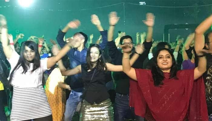 બાય બાય 2018: ગુજરાતમાં ન્યૂયરની ઠેર-ઠેર પાર્ટીઓ,યુવાઓએ કર્યું વેલકમ 2019