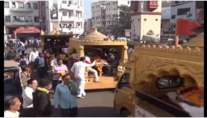જામનગર: 5 લોકોની અંતિમ યાત્રામાં આખો સમાજ ઉમટ્યો, દરેક રસ્તે લોકોએ હાર પહેરાવી વિદાય આપી