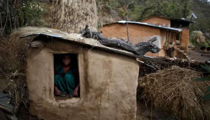 શરમજનક! પીરિયડ્સ વખતે માતાને બારી વગરની ઝૂંપડીમાં સૂવાડી, મહિલા અને 2 બાળકોના મોત