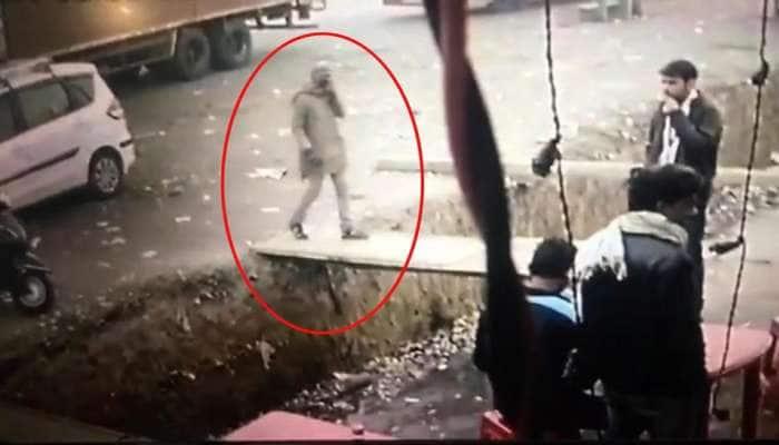 ગાંધીનગરનો શંકાસ્પદ સીરિયલ કિલર ચાની કીટલી પર દેખાયો, CCTV