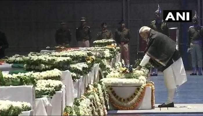 શહીદોના અંતિમ સંસ્કારમાં મંત્રીઓ, સાંસદોને હાજર રહેવા આદેશ, PMએ અર્પી શ્રદ્ધાંજલી