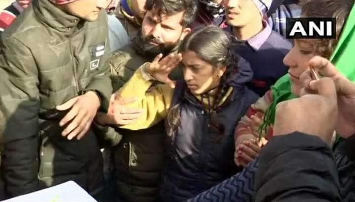 Photos : દીકરીએ શહીદ પિતાને સલામી આપી, તો હાજર બધા જ રડી પડ્યા...