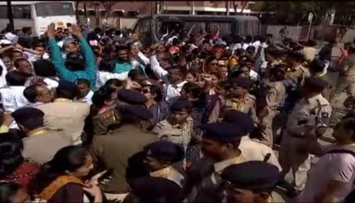 ગુજરાત સરકાર ભીંસમાં : ST કર્મચારીઓ અને  શિક્ષકો બન્યા માથાનો દુખાવો  1000થી વધુની અટકાયત