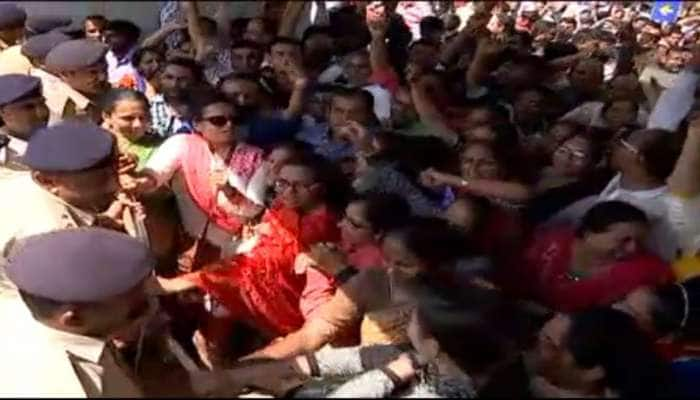 શિક્ષકોની મીટિંગ બાદ શિક્ષણ મંત્રીએ કહ્યું, કોંગ્રેસ રાજકીય રોટલા શેકવાનું બંધ કરે