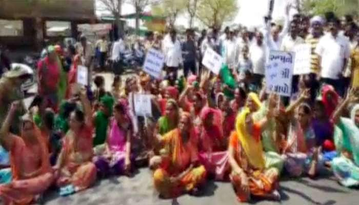 ભાવનગર: ભર ઉનાળે પાણી માટે વલખા, મહિલા સહિત લોકોએ કર્યો ચક્કાજામ
