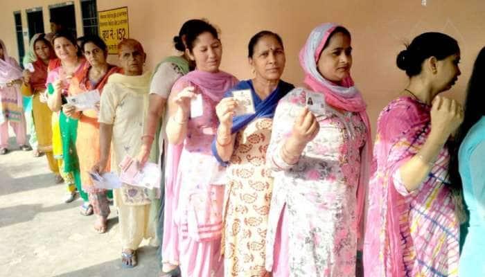 લોકસભા ચૂંટણી LIVE:  સાંજે 7 વાગ્યા સુધી 61.14% મતદાન, પ્રણવ મુખરજીએ કર્યું મતદાન