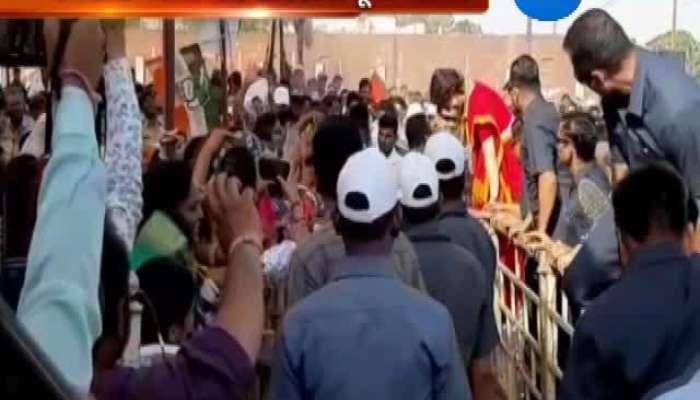 Priyanka Gandhi Jumps Barricade to Greet People