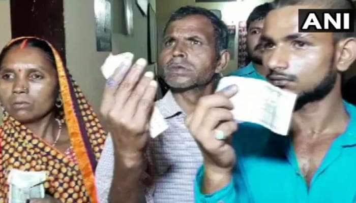 UP : મતદાનના એક દિવસ પહેલા રૂ.500 આપીને જબરદસ્તીથી લગાવી સ્યાહી