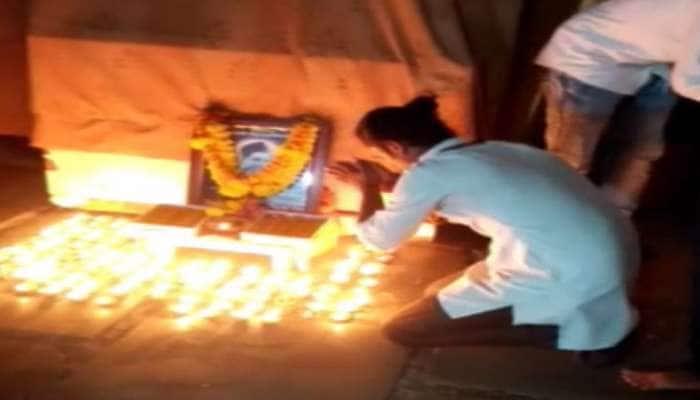 સુરતમાં રાષ્ટ્રપિતાનુ અપમાન : ગાંધીજીના હત્યારાનો જન્મદિવસ ઉજવાયો, 109 દીવા પ્રગટાવ્યા