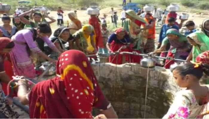 ગુજરાત સરકારની મોટી-મોટી વાતો પણ, આ ગામને 10-15 દિવસે મળે છે પીવાનું પાણી
