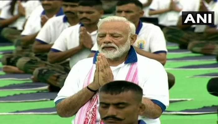 #YogaDay2019:  આખી દુનિયા કરી રહી છે યોગ, PM મોદીએ રાંચીમાં કર્યો યોગાભ્યાસ