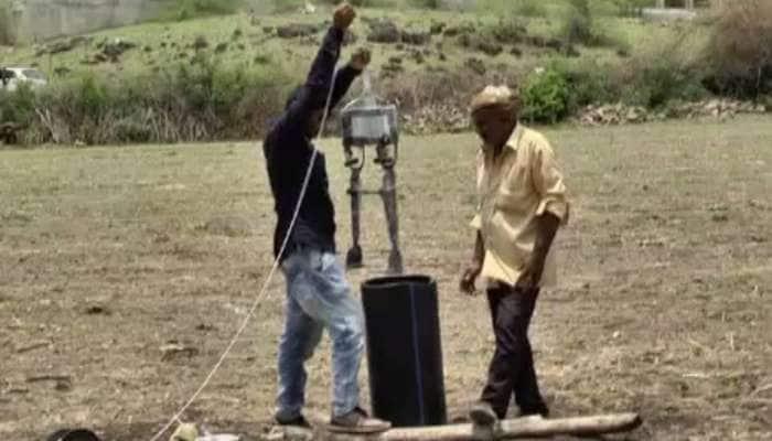આ ખેડૂત પુત્રએ બોરવેલમાં પડેલા બાળકને જીવિત બહાર કાઢે તેવો 'રોબોટ' બનાવ્યો