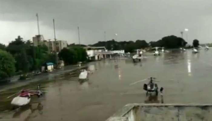 કર્ણાટક સંકટઃ 10 બળવાખોર ધારાસભ્ય મુંબઈ પહોંચ્યા, કોંગ્રેસની ઈમરજન્સી બેઠક
