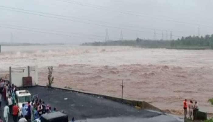 રાજ્યના 54 તાલુકાઓમાં ભારે વરસાદ, દક્ષિણ ગુજરાતમાં તમામ નદીઓમાં ઘોડાપૂર