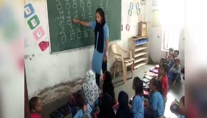 આમા કેવી રીતે ભણશે ગુજરાત: ધો-1થી 5ના વિદ્યાર્થીઓને ધો-8ની બાળકી આપે છે શિક્ષણ