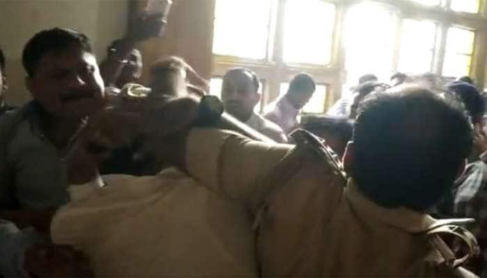 ગુજરાત યુનિવર્સીટી બન્યું યુદ્ધનું મેદાન, ABVP અને NSUIના કાર્યકરો વચ્ચે મારામારી