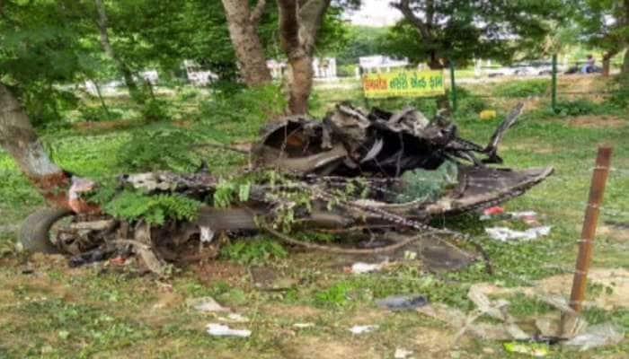 ગાંધીનગર : ભયાનક એક્સિડન્ટમાં કાર જોતજોતમાં ભંગાર કરતા પણ બદતર બની, 2 વિદ્યાર્થીના મોત