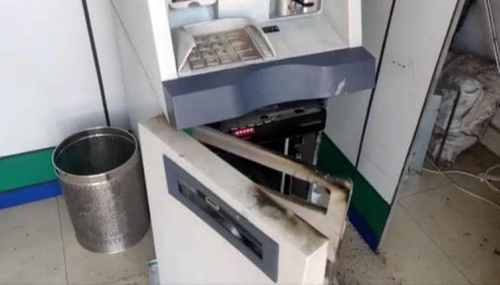 સુરત: ગેસ કટર વડે એટીએમ મશીન તોડી તસ્કરો 14 લાખની ચોરી કરી ફરાર