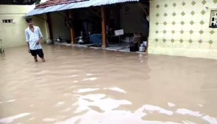 9.5 ઈંચ વરસાદ બાદ વાવના વાવડી ગામમાં ઘરોમાં પાણી ઘૂસ્યા, સવારથી લોકો ભૂખ્યાં-તરસ્યાં