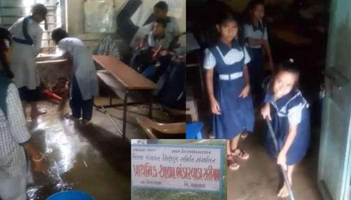 'બેટી બચાઓ, બેટી પઢાઓ' યોજનાના લીરેલીરા, વલસાડમાં દીકરીઓ કરી રહી છે શાળાની સફાઈ