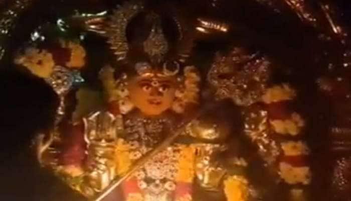 VIDEO : મા દુર્ગાની આ મૂર્તિમાં થયો ચમત્કાર, એકાએક થયું એવું કે લોકો સમજી ન શક્યા