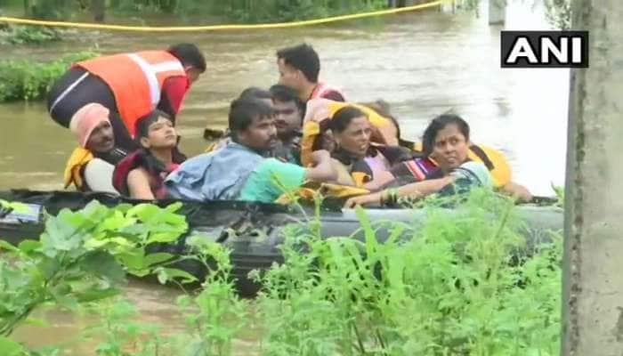 ભારે વરસાદ અને પૂરથી ગુજરાત સહિત 4 રાજ્યોમાં ભારે તબાહી, અત્યાર સુધી 194 લોકોના મોત