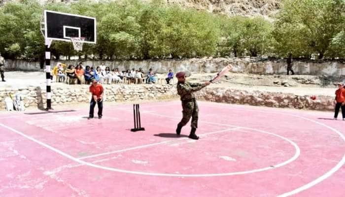 ધોની લેહમાં બાળકો સાથે રમ્યો ક્રિકેટ, ફોટો વાયરલ