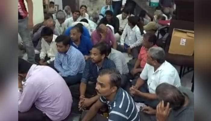 અમદાવાદ: છારાનગરમાં 58 જુગારીઓ ઝડપાયા, લાખોનો મુદ્દામાલ જપ્ત