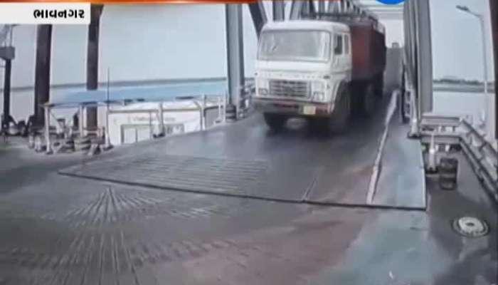 Bhavnagar: Brake Failure Of Truck, Truck Rams Into Sea