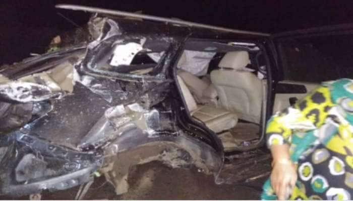 જુનાગઢમાં બે કાર વચ્ચે અકસ્માત, 5 મૃતદેહોને કાર તોડીને બહાર કઢાયા