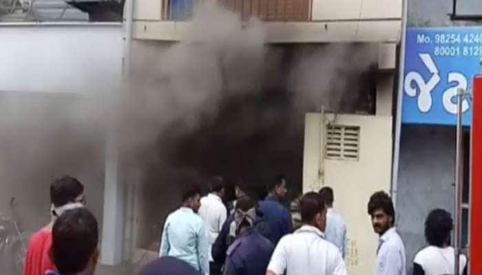 સુરત: GIDC વિસ્તારમાં આવેલી સ્ટોન મટિરિયલ્સની દુકાનામાં લાગી આગ