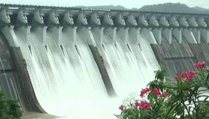 નર્મદા ડેમની જળ સપાટી 135.75 મીટરે પહોંચી, નદી કાંઠાના 20 ગામોને એલર્ટ